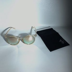 QUAY AUSTRALIA Don't Change Mirror Sunglasses Gold